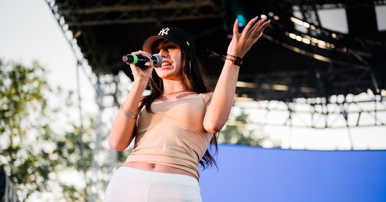 Se billeder fra Roskilde Festivals vilde hiphopfest – Stabil, Kruse og hypede Tessas debutkoncert