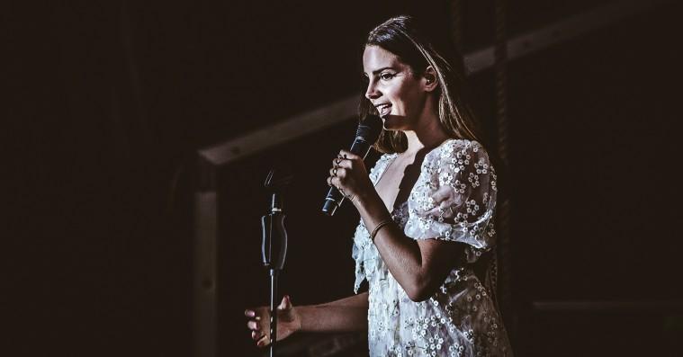 Lana Del Rey indleder turné med besøg af legenders sønner – synger duet med Sean Lennon og Adam Cohen