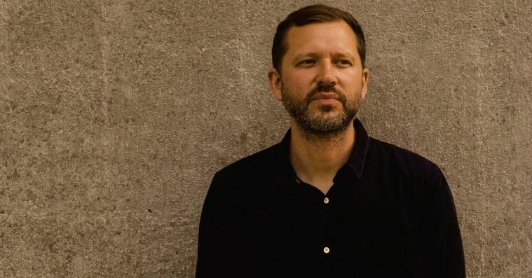 Martin Høgsted om '10 år senere' på DR3: »Vi går ret meget op i, at det ikke er en homoserie, men en parforholdsserie«