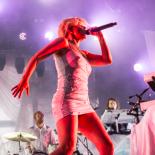 Robyn var en hjertevarm klubdronning på Roskilde Festival
