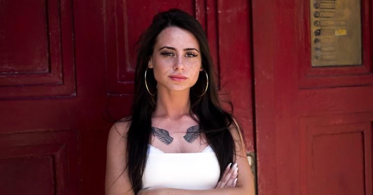 Tessa er den kvindelige danske rapper, vi har ventet på – hør debutsinglen 'Snakker for meget'
