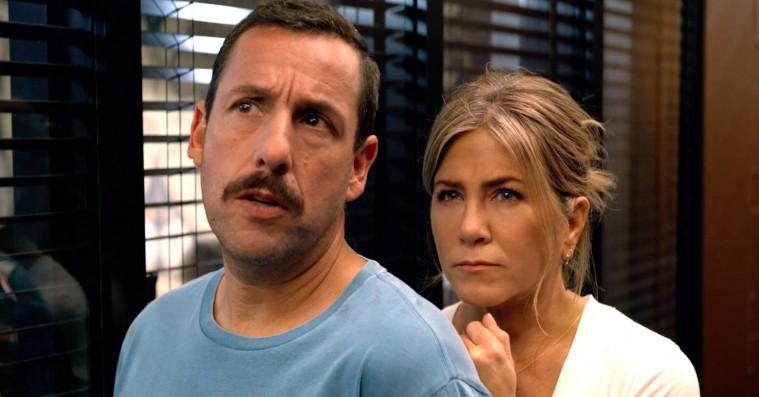 'Murder Mystery': Jennifer Aniston gør sit for at redde Adam Sandler på autopilot i ny Netflix-film