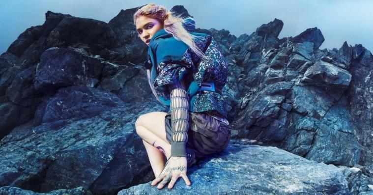 Grimes er den ideelle frontfigur for Adidas og Stella McCartneys mest bæredygtige designsamarbejde til dato