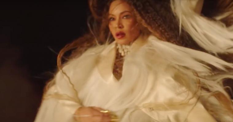 Beyoncé igen klædt i look fra dansk designer i 'Spirit'-video
