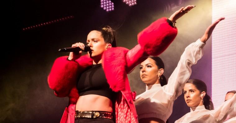 Rosalía fyldte åbenbart tasken med dansk design, da hun spillede Roskilde Festival