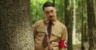 Taika Waititi går i krig mod had... i rollen som Adolf Hitler – se første trailer til 'Jojo Rabbit'