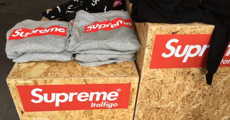 Roskilde Festival var ikke klar over, at Supreme-butikken på pladsen solgte kopivarer