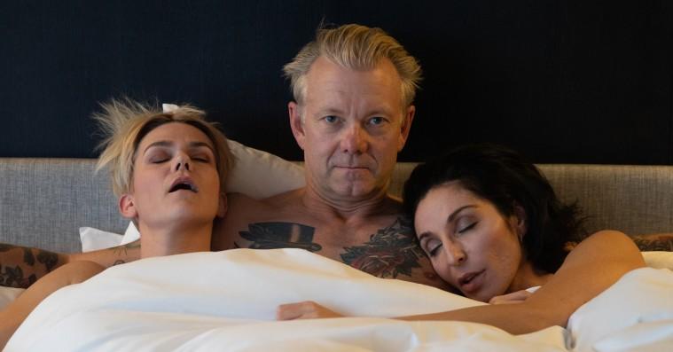 Stephania Potalivo og Iben Maria Zeuthen deler deres (fiktive) #MeToo-oplevelser med Casper Christensen op til 'Undskyld, Norge'