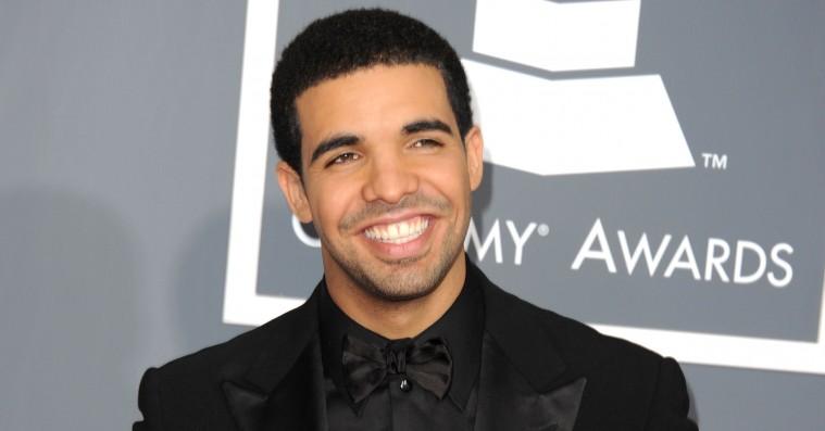 Drake slår tre væsentlige The Beatles-rekorder –fejrer med flabet Abbey Road-tatovering