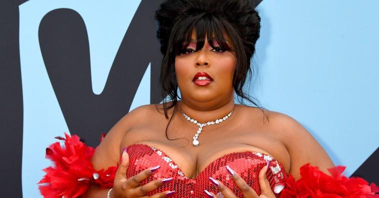 Rød løber fra MTV VMA: Country-outfits, blazere og Lizzo og Rosalías vinder-looks