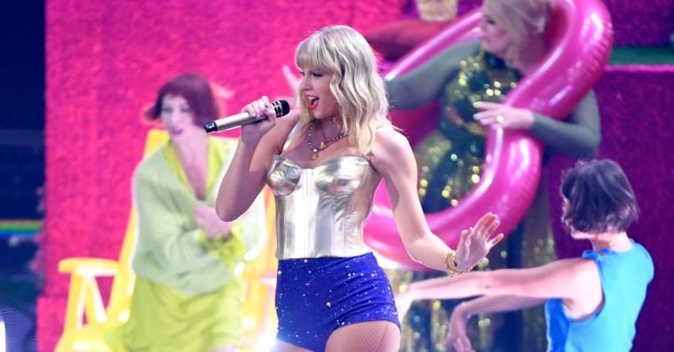 Vi fik både den nye og den gamle Taylor Swift at se under todelt VMA-optræden