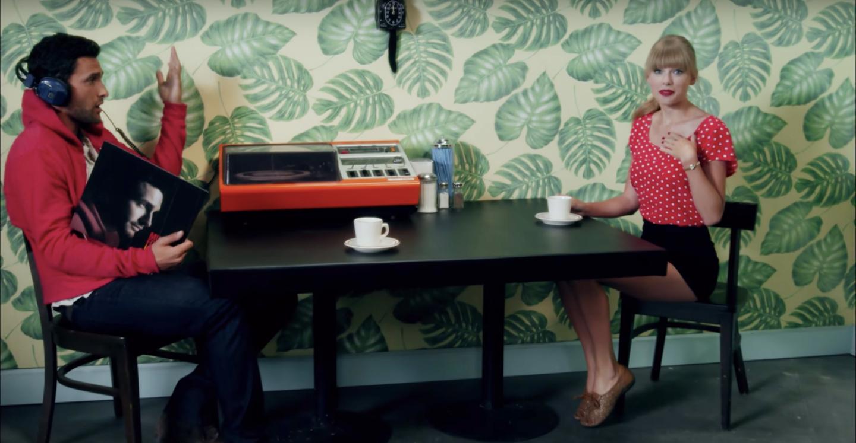 7. Break-up-bangeren 'We Are Never Getting Back Together' fra 2012 omhandler en mand i Swifts liv, som hun tilsyneladende har haft svært ved at give slip på, selv om de helt tydeligt ikke passer sammen. Sangen er et af hendes største hits gennem karrieren, men hvilken mand er inspirationen bag?