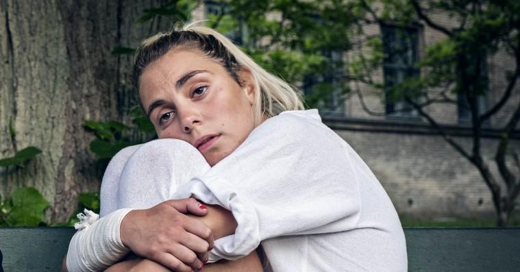 Dansk films største nye talenter snakker foran pejsen  – hør 'Psykosia'-aktuelle Victoria Carmen Sonne og Maria Grahtø til Weekend