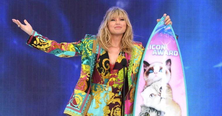 #DrunkTaylor er ugens nye meme – Taylor Swift skåler med på Instagram