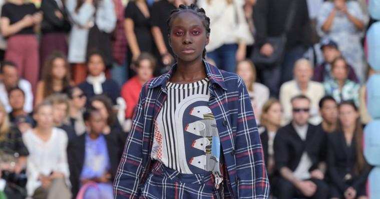 Showanmeldelse: Henrik Vibskov gjorde comeback i vanlig kompromisløs stil til Copenhagen Fashion Week