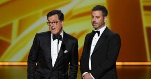 Stephen Colbert og Jimmy Kimmel jorder værtsløst Emmy-show – se deres sjove 'No Host-Roast'