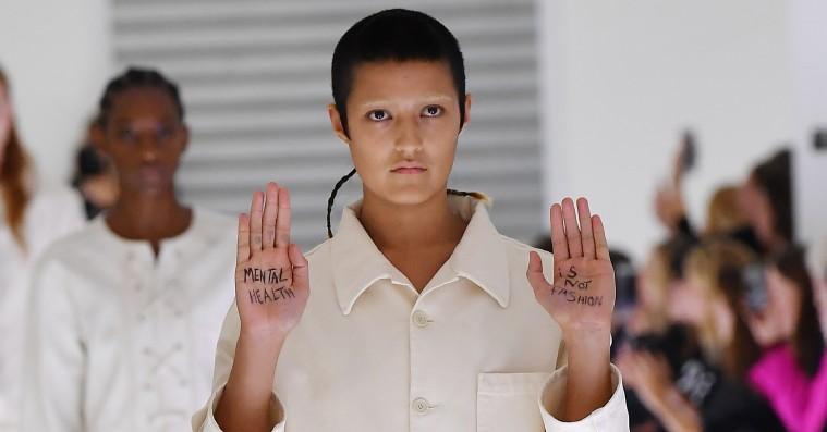 Gucci kommenterer på models catwalkprotest under Milan-show: »Det symboliserer samfundets begrænsning af individualitet«