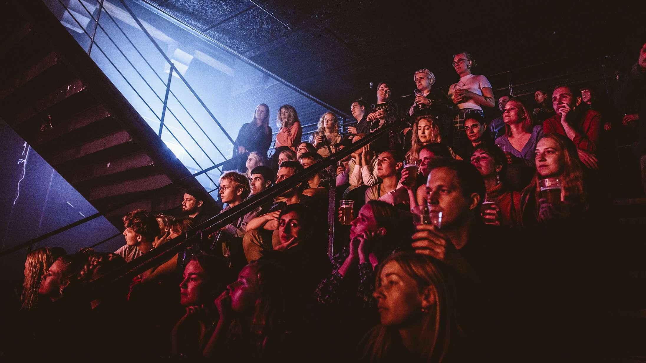Regeringen præsenterer plan for genåbning af spillesteder, biografer og natklubber