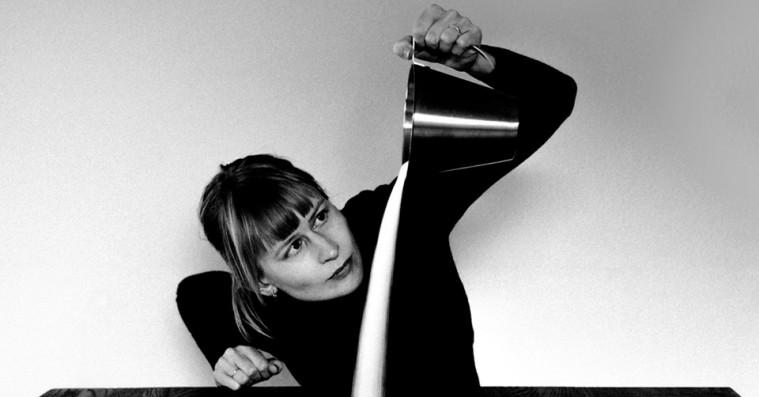 Jenny Hval udforsker kærlighed med en eksperimenterende blanding af pop, spoken word og ambient