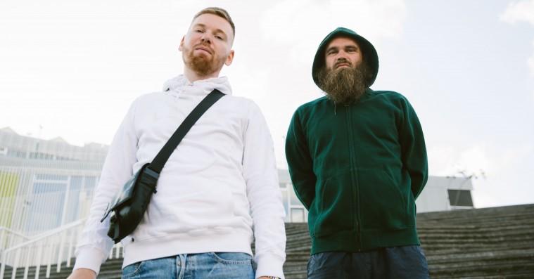 Klumben og Raske Penge annoncerer debutalbum som duo – om håb, kamp og kærlighed