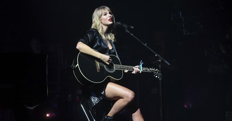 Vi var til intimkoncert med Taylor Swift i Paris: Sådan oplever man ikke superstjernen længere