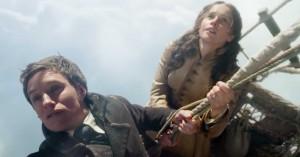 Eddie Redmayne og Felicity Jones stiger til vejrs i en luftballon – se traileren til 'The Aeronauts'
