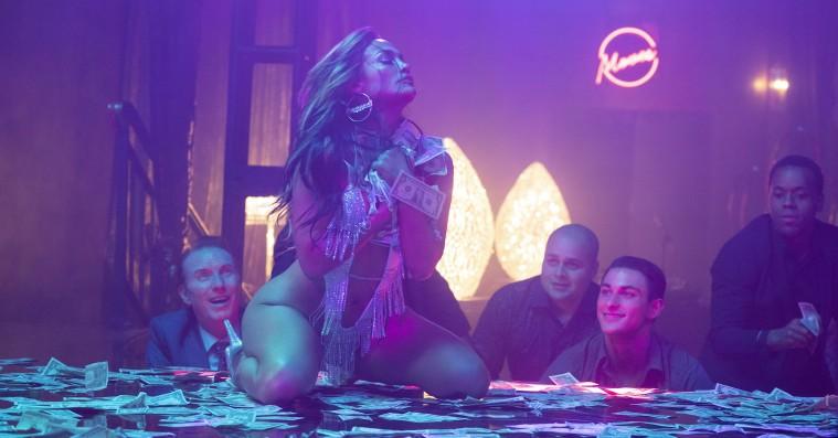 'Hustlers': Jennifer Lopez stjæler showet i stripperfilm med finanskritiske overtoner
