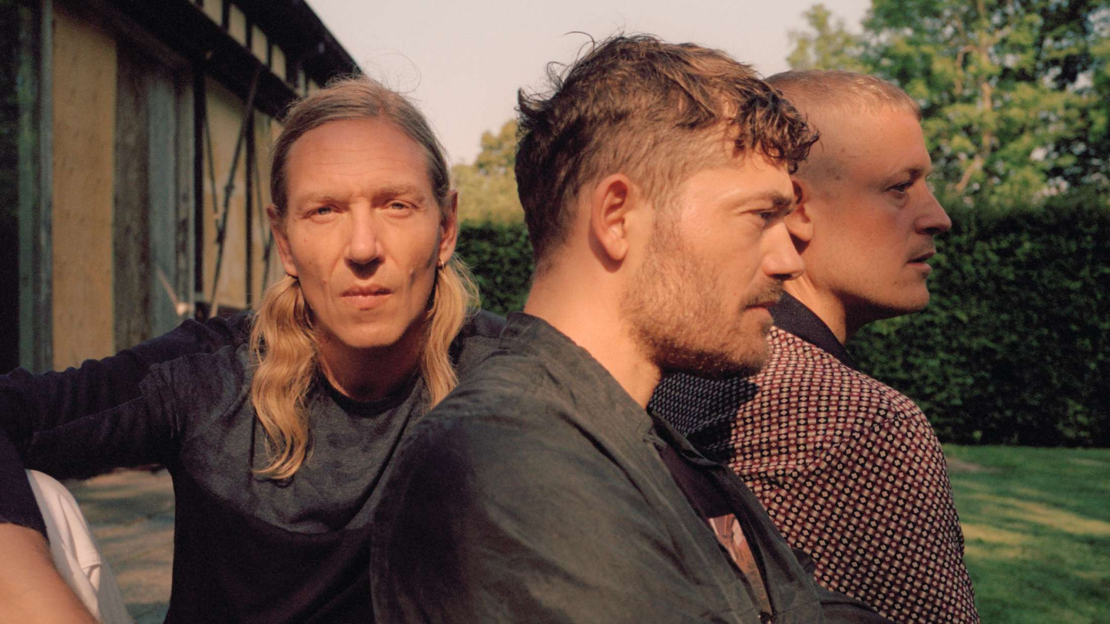 When Saints Go Machine forener autotune og strygerballader på 'So Deep', deres første album i seks år