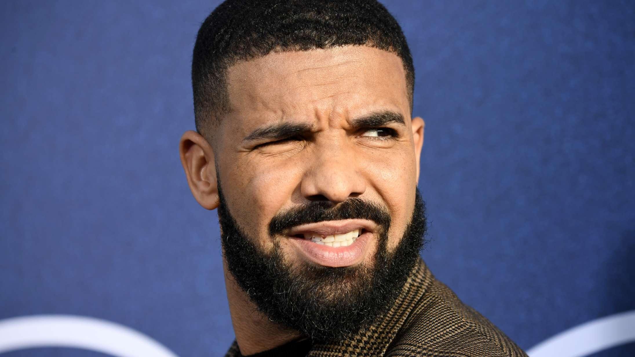 Drake er blevet et meme efter at have rappet på fire forskellige sprog inden for en uge