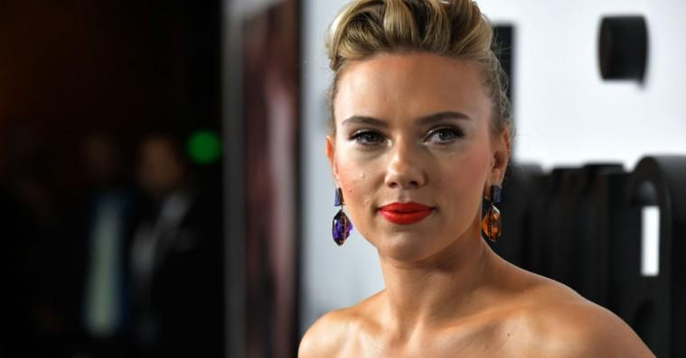 »Det er ikke rart at føle sig tonedøv«: Scarlett Johansson taler ud om fejlslagen transrolle
