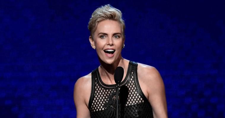 Gav lammere til Seth MacFarlane og fik Kristen Stewart til at tro på magi: Charlize Theron blev hyldet ved prisceremoni
