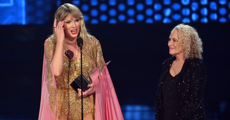 Her er vinderne af nattens American Music Awards –Taylor Swift triumferede stort