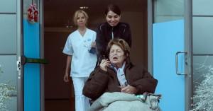 'Hjem til jul': Lummerfræk Netflix-serie har Ghita Nørby som kirsebærsovs på toppen