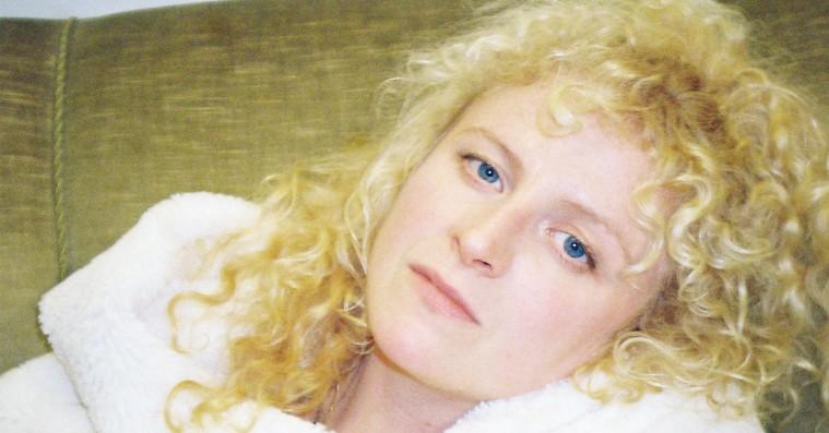 'Revelations of a Girl': Nurse ep-debuterer med dejligt dyster popmusik