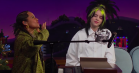 Se Billie Eilish og Alicia Keys spille en nedbarberet 'Ocean Eyes' sammen