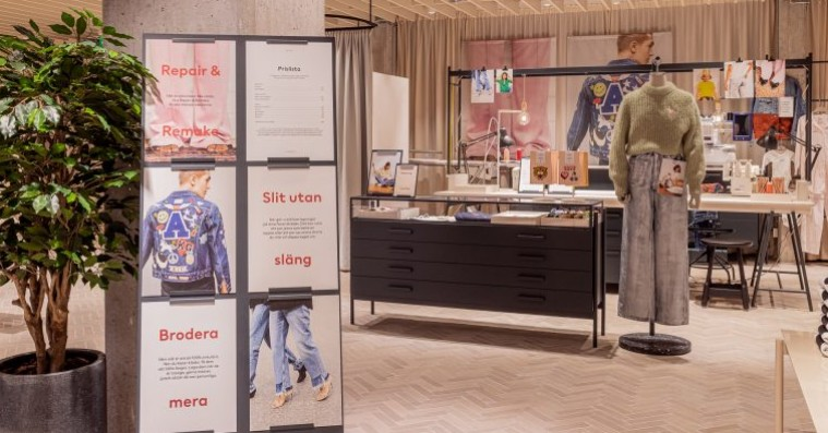 H&M åbner renoveret flagship-butik med udlån, tøjreparation og café