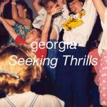 'Seeking Thrills': Georgias skarpe electropop er produktionsmæssigt guf - Seeking Thrills