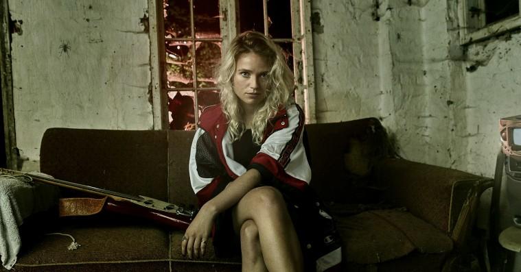 Danske Dopha lyder som et »fornærmet lille barn« på ny single – hør 'Happy For Me'