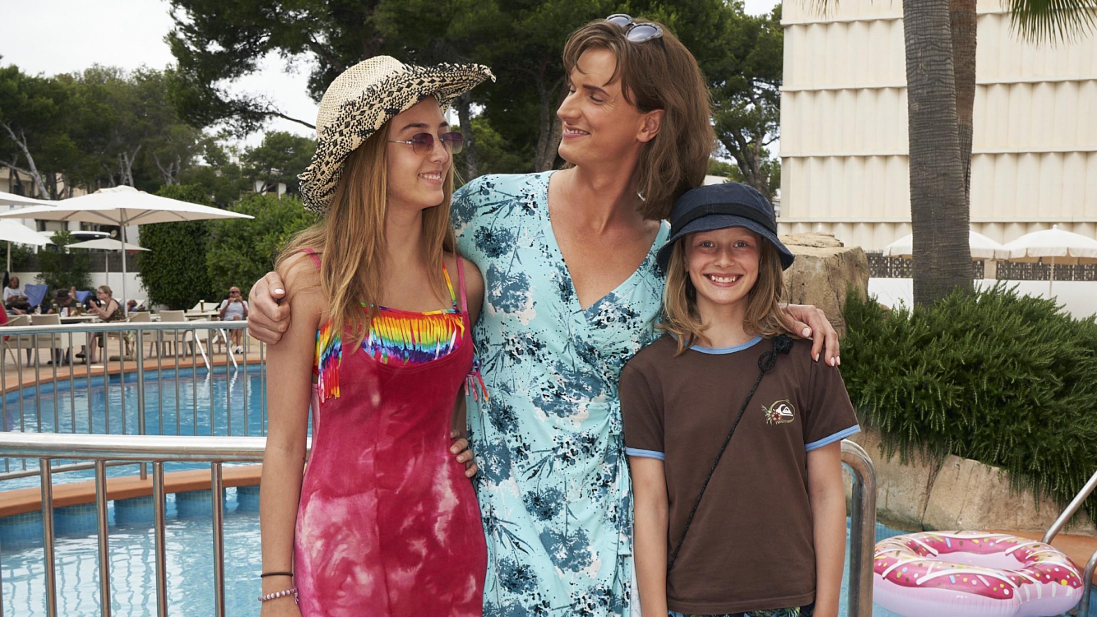 Kom til forpremiere på 'En helt almindelig familie' – præsenteret af Soundvenue og Winter Pride