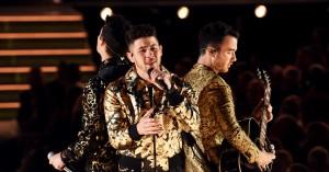 Nick Jonas synger med spinat mellem tænderne – og fire andre memeværdige øjeblikke fra Grammy Awards