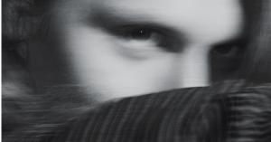 Stortalentet Necklace besynger parforholdet på den inderlige single 'Wake Up' – debutalbum annonceret