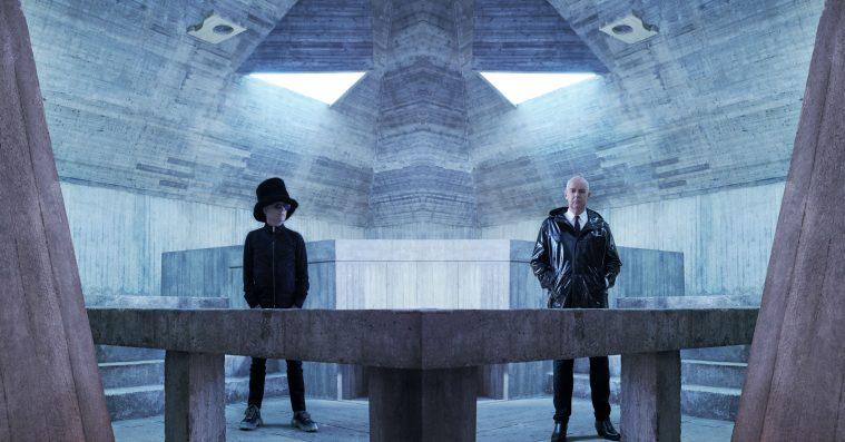 Én stærk sang kan ikke redde Pet Shop Boys' ligegyldige synthcirkus på 'Hotspot'