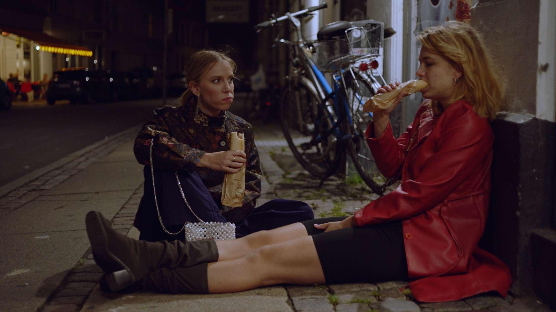 'Limboland' sæson 1: Dansk ungdomsserie er beviset på, at Frederikke Dahl Hansen gør alt sindssygt seværdigt