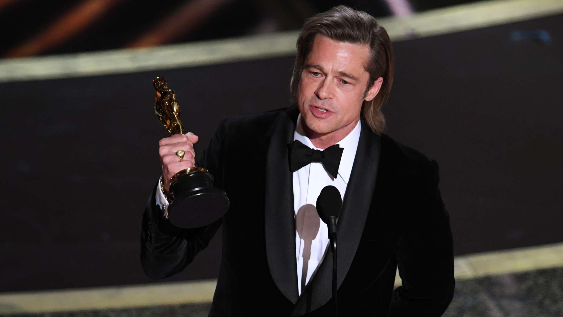 Brad Pitt vinder Oscar og leverer personlig og politisk vindertale med grødet stemme