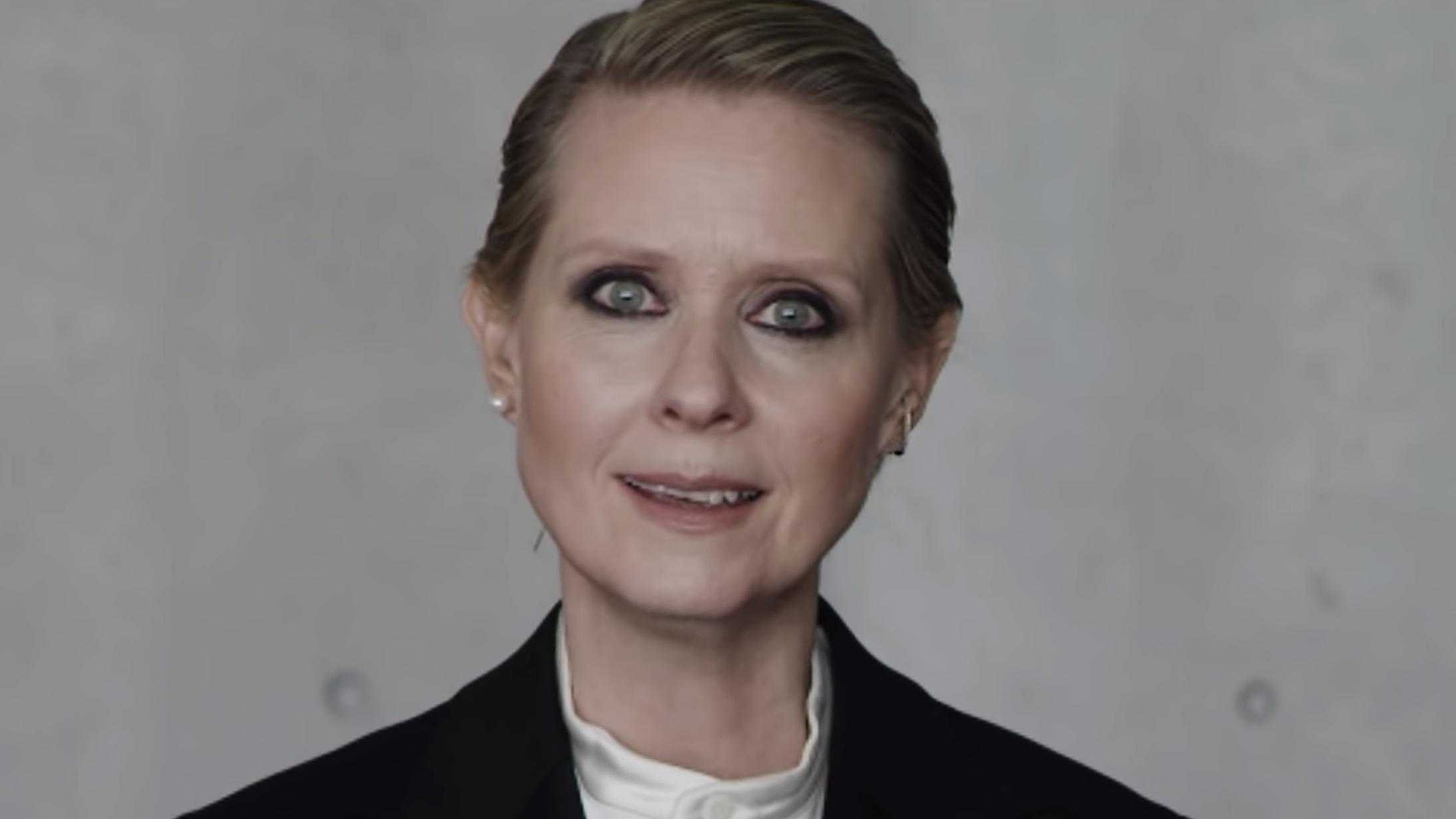 Se den gåsehudsfremkaldende Cynthia Nixon-video om »hvordan man er en kvinde«