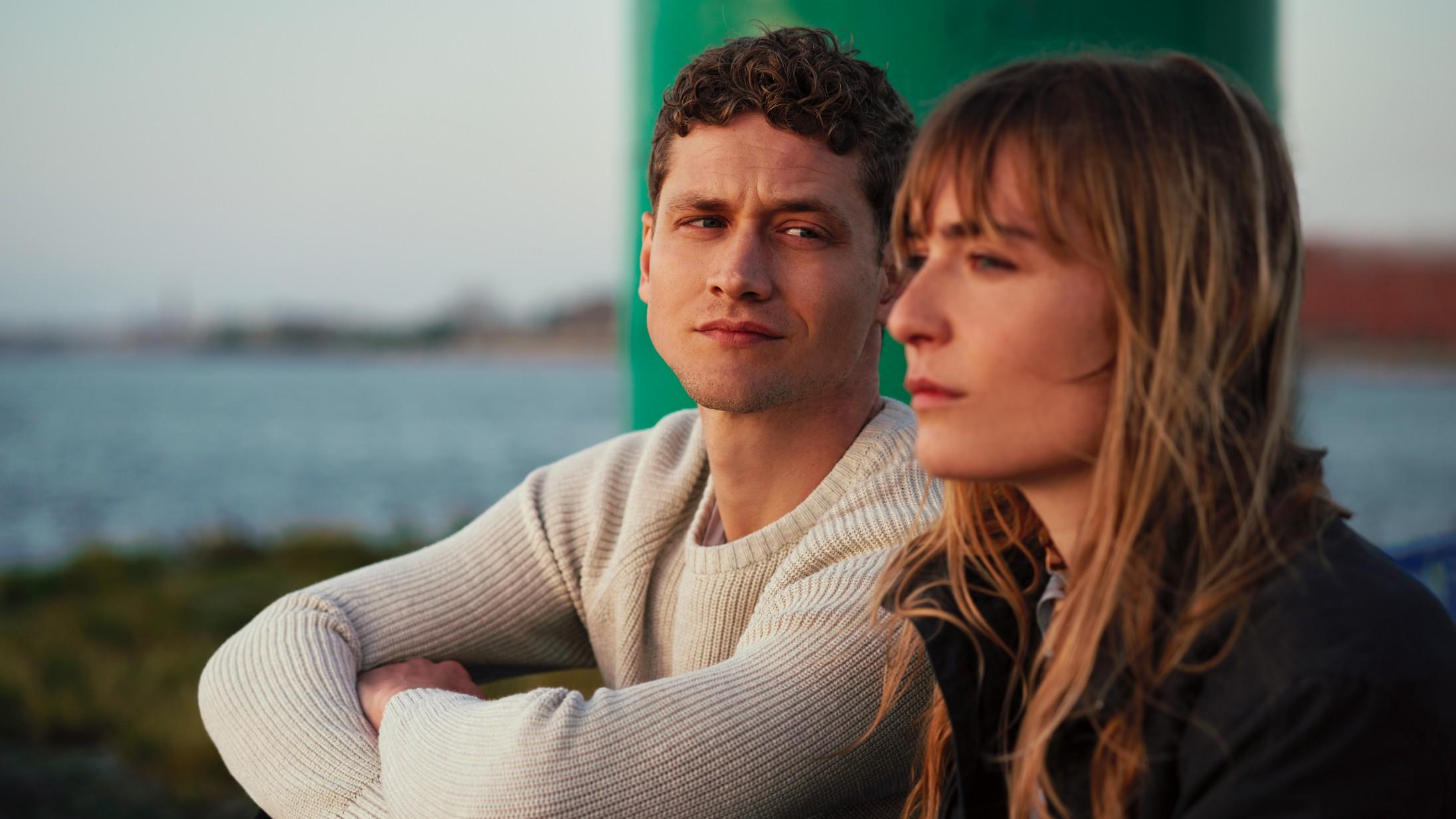 'Enten/Eller': En socialist og en liberalist forelsker sig i ny ungdomsserie på Xee