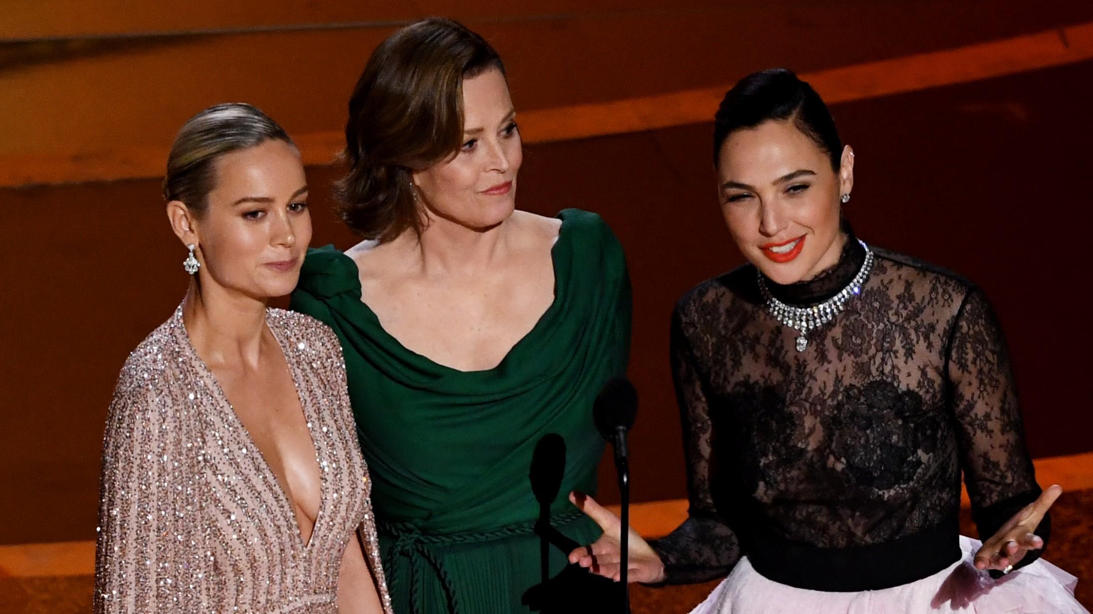Brie Larson, Gal Gadot og Sigourney Weaver annoncerer deres egen fight club under Oscar – har præmierne klar