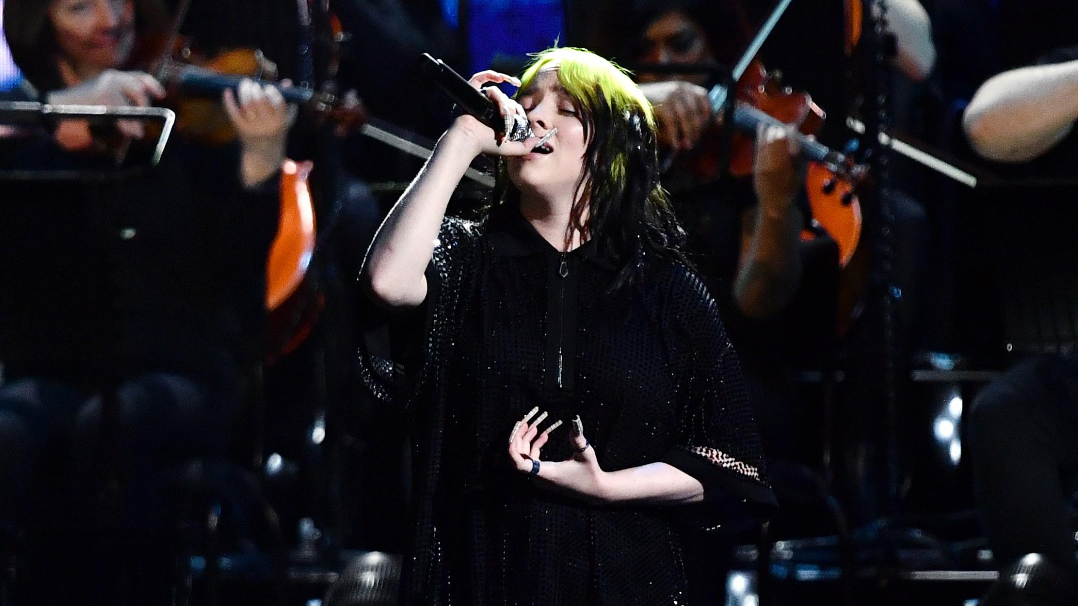 Billie Eilish og hele hendes Bond-team brillerede med 'No Time to Die' til Brit Awards