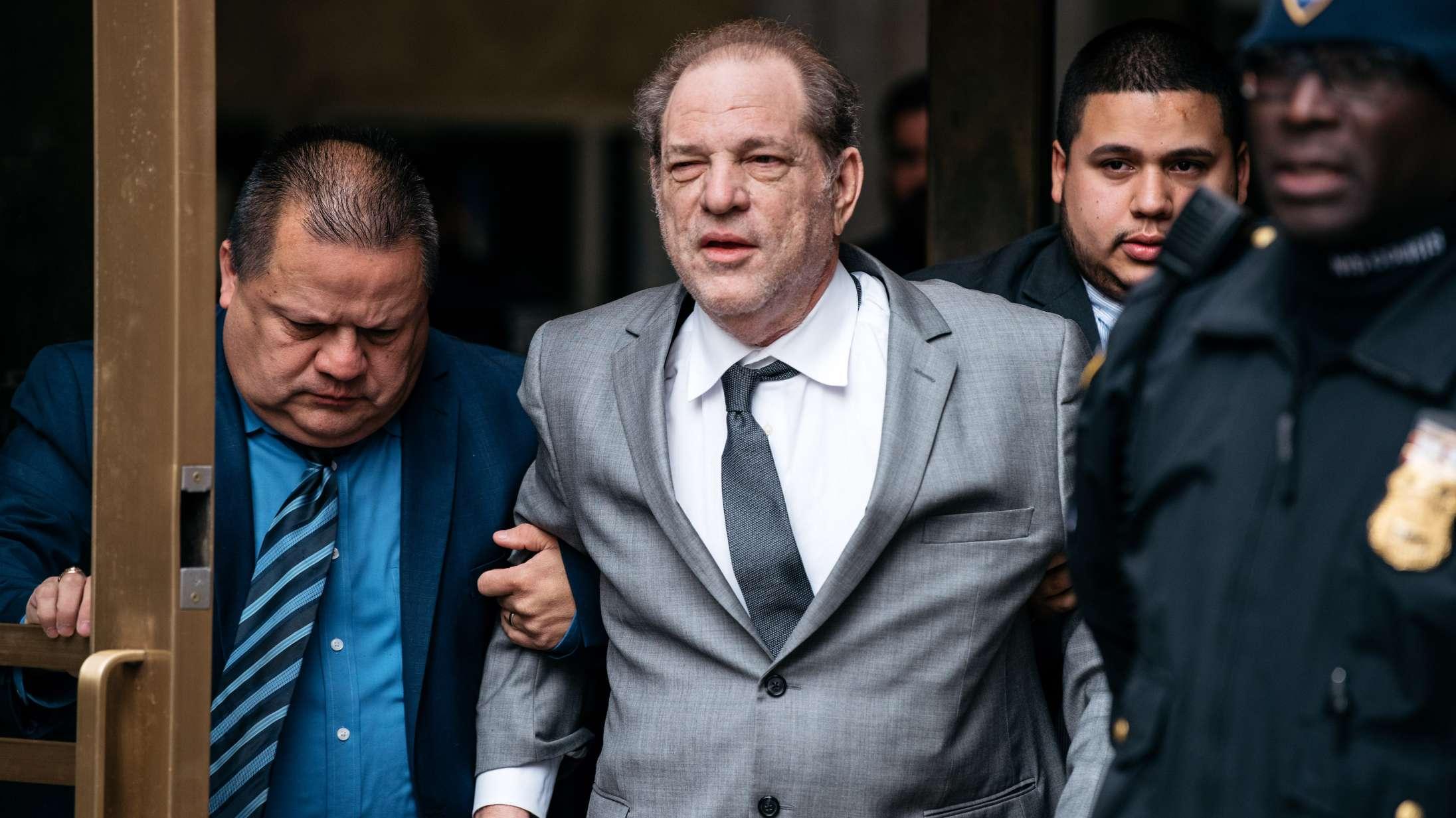 Fire nye kvinder sagsøger Harvey Weinstein for voldtægt og overgreb – og Disney for meddelagtighed