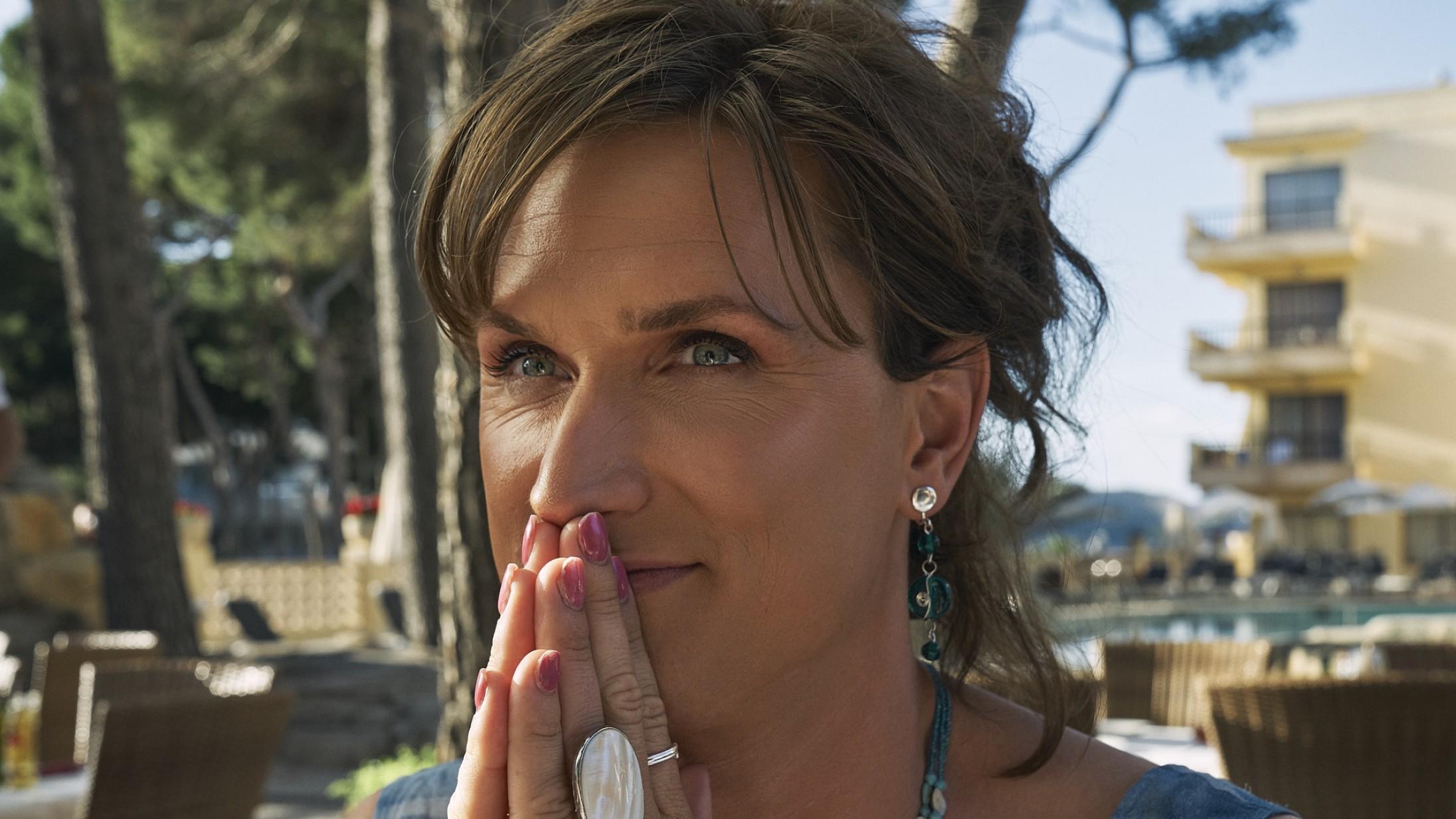 'En helt almindelig familie': Malou Reymanns selvbiografiske debut er ualmindeligt autentisk og rørende